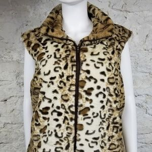Sisters Cheetah Faux Fur Sleeveless Zip Lined Vest